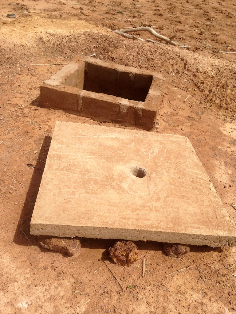 Border and platform of a latrine