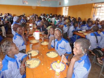 Students enjoying lunch at CMA.